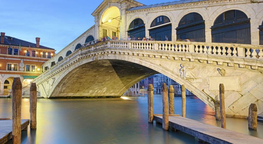 Hotel Mezzo Pozzo Vicino al Ponte di Rialto
