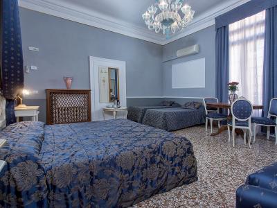Habitación Familiar Hotel Mezzo Pozzo en el Centro de Venecia